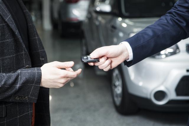 納車は車を購入者に引き渡す(納入)すること