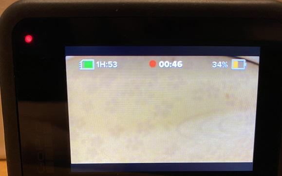 録画中は画面上部に録画時間が表示され、左上でも赤点滅で知らせてくれます